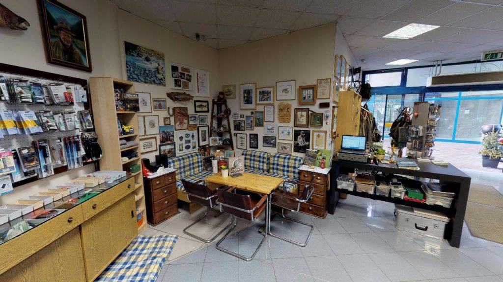 Sitzecke in einem Angler Shop in Graz Angelsport Hans Ljubic