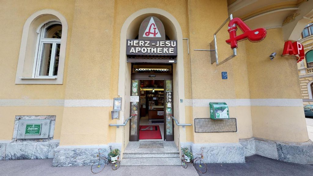 Außenansicht von der Herz-Jesu Apotheke in Graz