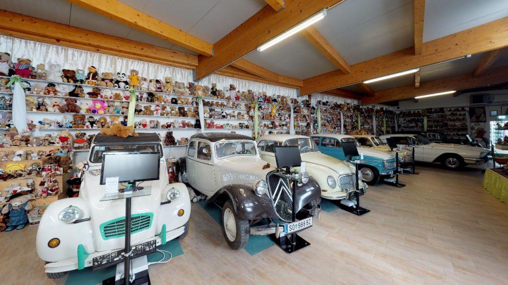 Alte Ford Autos in der Nostalgiewelt Posch in Untergiem