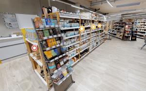 regionales online shopping oesterreich supermarkt regal mit infopoints fuer virtuelles einkaufen